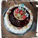 Geburtstagstorte mit Kirschen