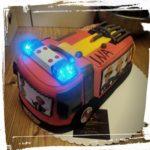 Feuerwehrtorte mit Blaulicht und Sirene