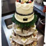 2 stöckige Hochzeitstorte mit Wiener Desserts