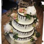 4 stöckige Hochzeitstorte mit Holztopper