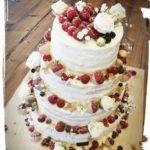 4 stöckige Hochzeitstorte mit vielen Früchten
