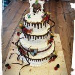 3 stöckige Hochzeitstorte mit Legotopper