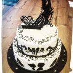 2-stöckige Hochzeitstorte in schwarz/weiß
